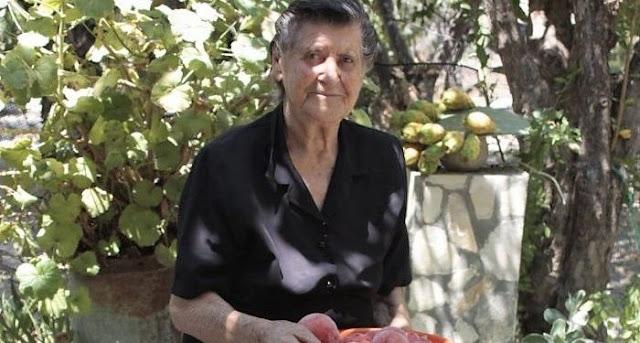 Αυτή η γιαγιάκα είναι ο μεγαλύτερος εχθρός των σούπερ μάρκετ