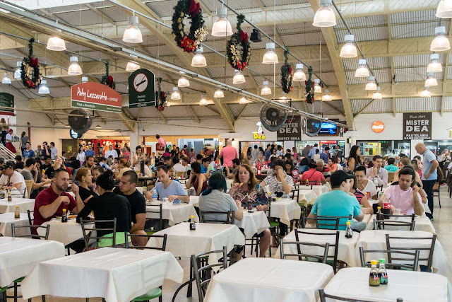 O interior do Mercado Municipal de Curitiba