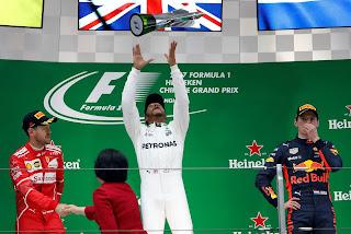 FÓRMULA 1 - Hamilton y Vettel intercambian posiciones en China