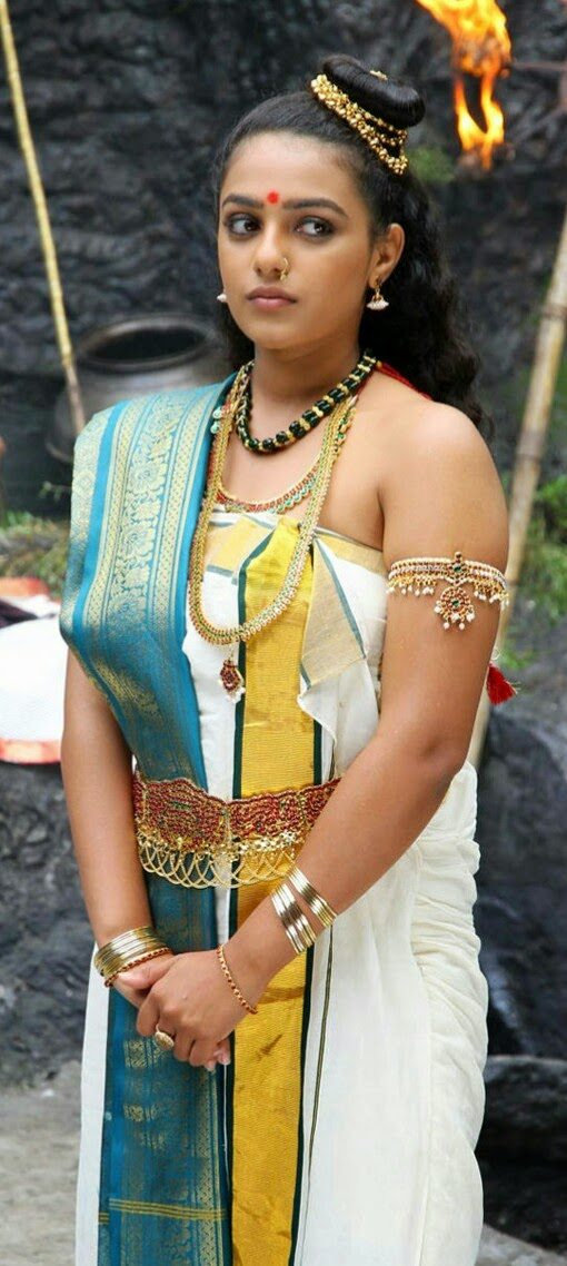 Heroine Nithya Menon Stills Hd Images Hot Cleavages In Malayalam Movie Hot Stills Pics
