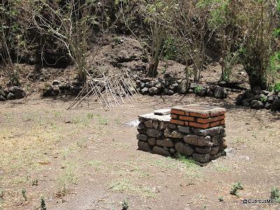 Zona de asaderos y de acampado en el Sendero La Angostura