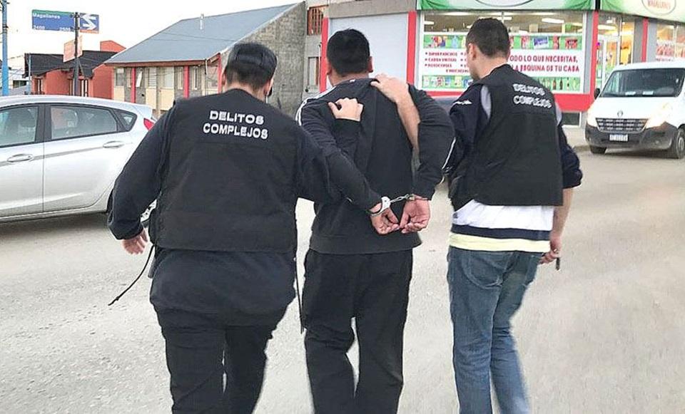 Dos detenidos por robo a menor en via publica