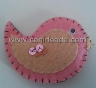 http://conideade.com/blog/tutorial-paso-a-paso-de-como-hacer-un-broche-de-fieltro-con-relleno/193