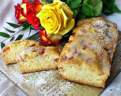 Ciasto na białkach z brzoskwiniami