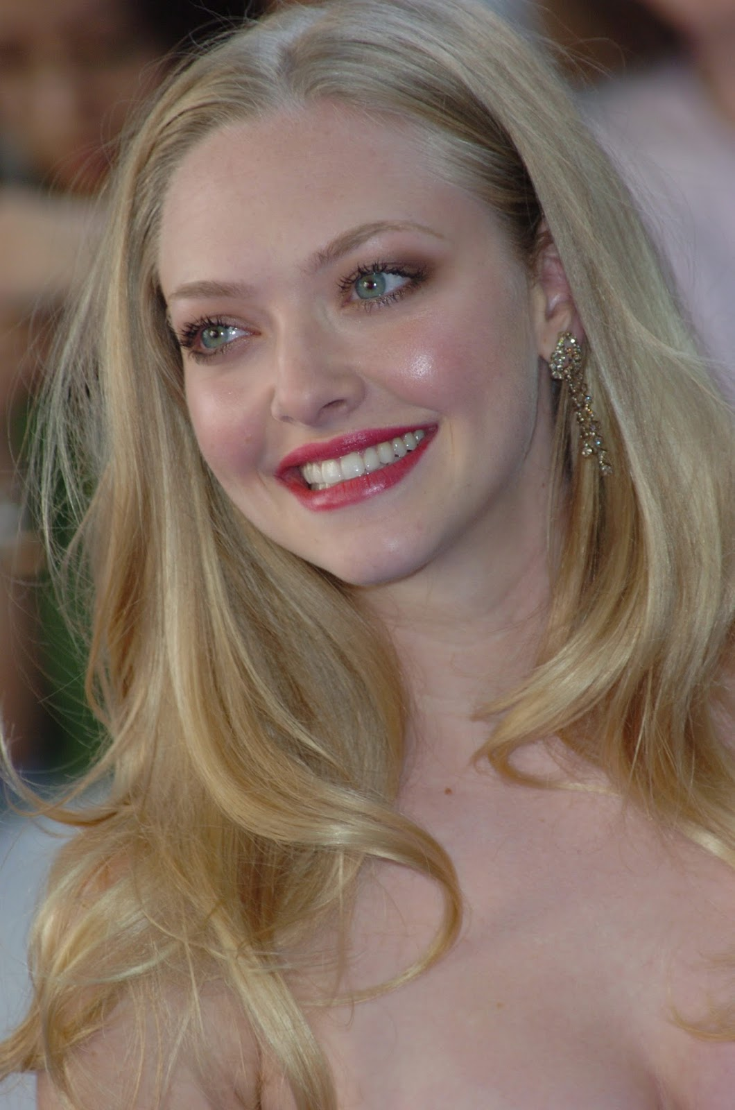 Amanda Seyfried Hot Cleavage Show Off Hq Photos At Mamma -4499