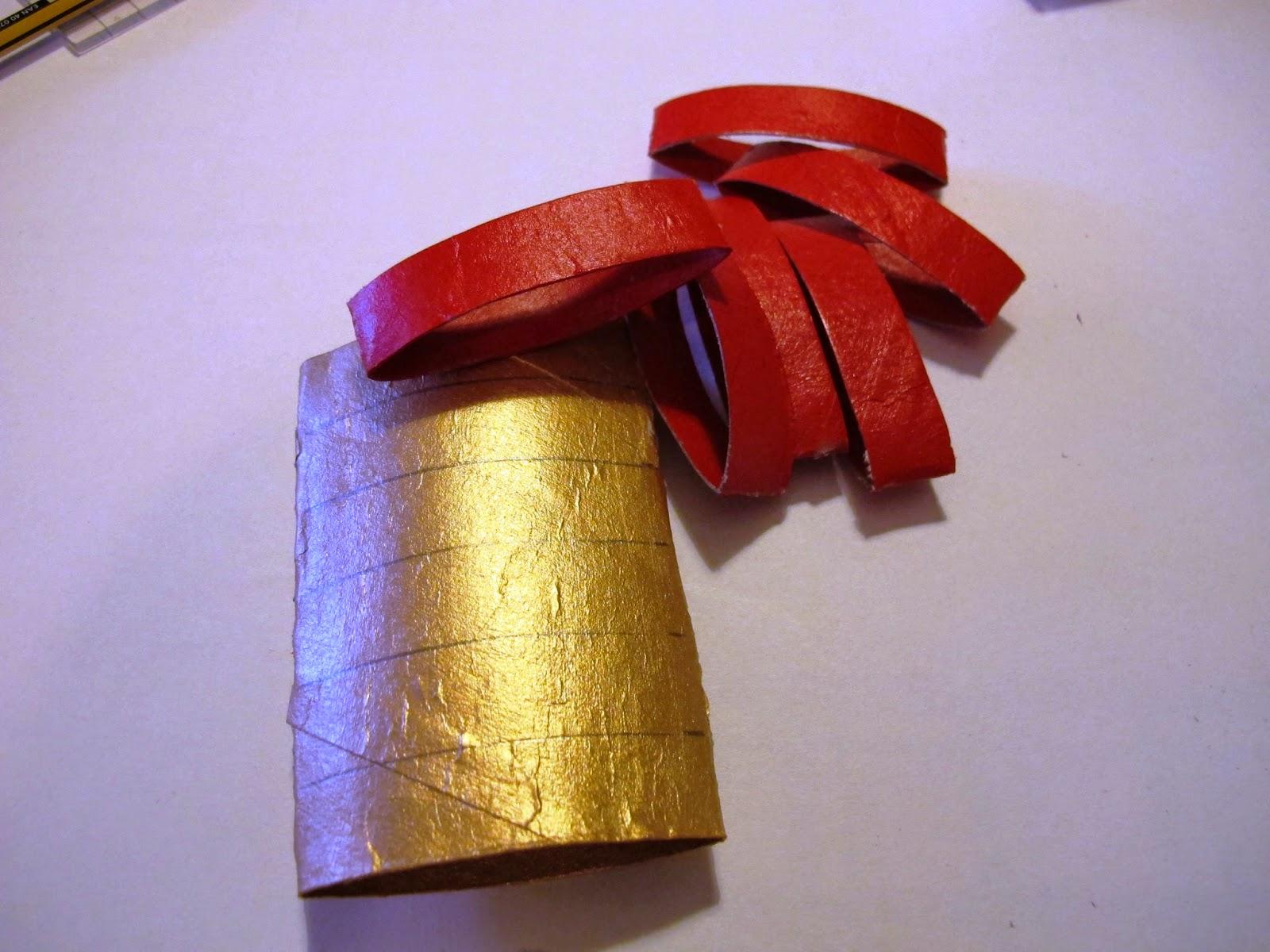 Stelle di Natale con i rotoli di carta
