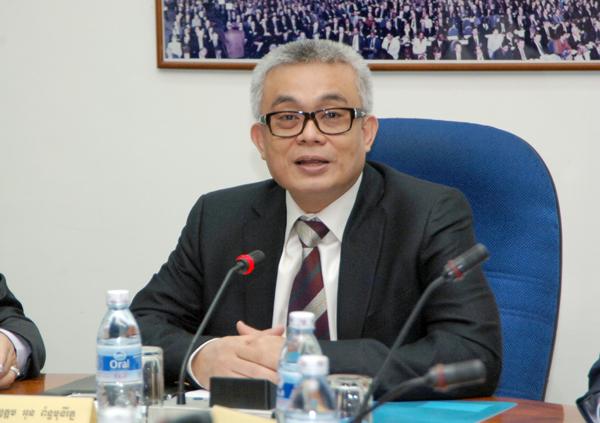 Le Ministre de l'Economie et des Finances S.E. Aun Porn Moniroth. Photographie AKP