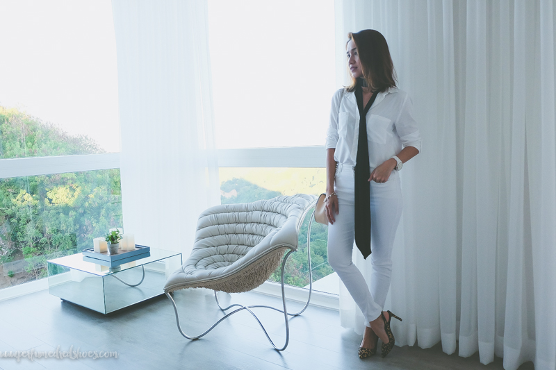 cebu fashion blogger, sky house cebu, travel, cebu city, busay, outfit, personal style, skinny scarf, all-white outfit, vito selma chair, nine west pumps, all-white, bedroom with a view, glass house, cebu blogger, philippine blogger, beauty blogger