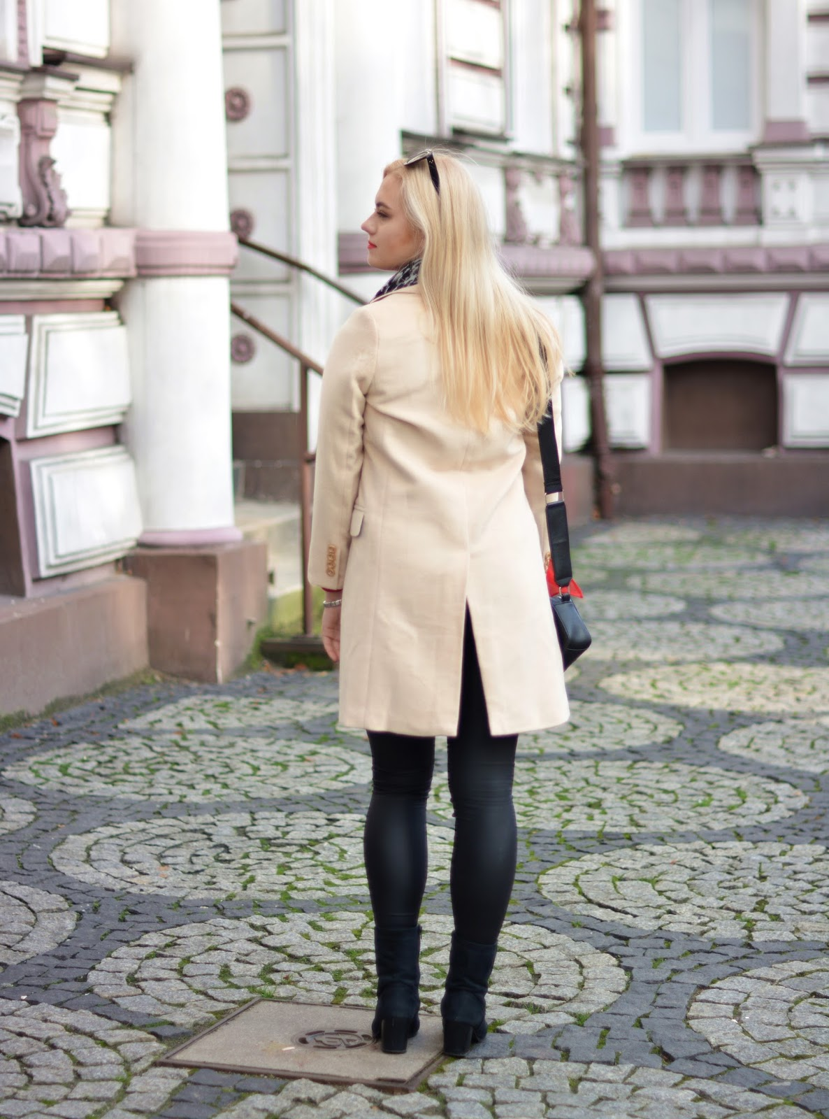outfit beige coat