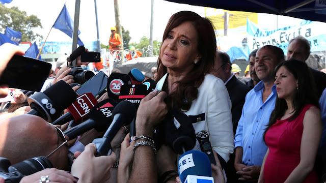 """Cristina Kirchner procesada como """"jefa de una asociación ilícita"""""""