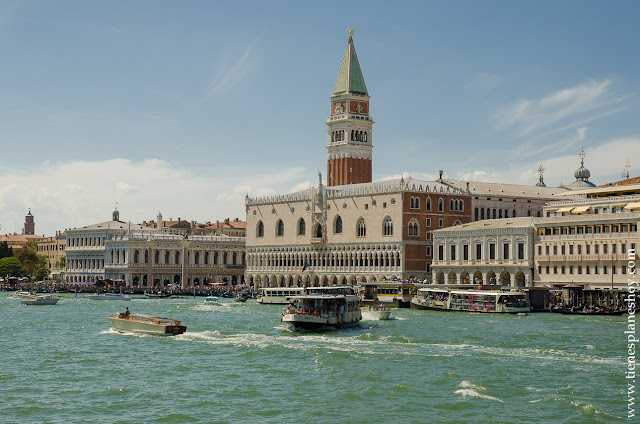 Vistas barco de Burano a Venecia Palacio Ducal