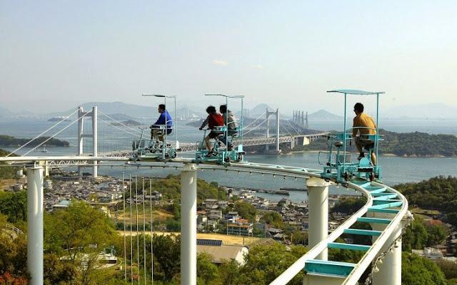 Conoce el Skycycle: esta peligrosa montaña rusa que tienen que recorrer en bicicleta