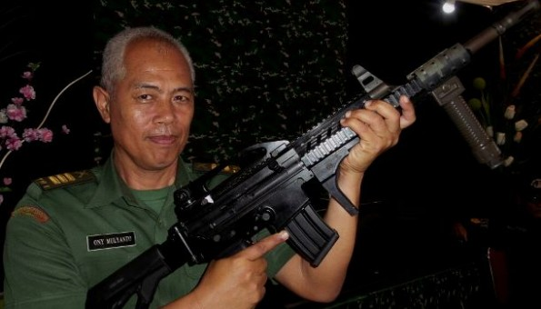 (Kapten Inf Ony Mulyanto dengan senapan khusus dopper | Ari Kristyono)