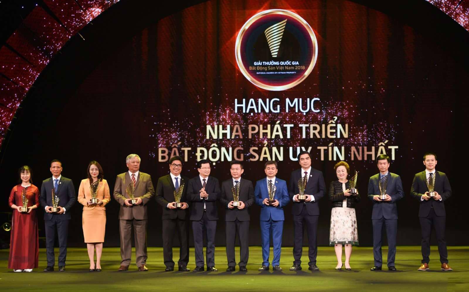 """XMCC nhận giải thưởng """"nhà phát triển bất động sản uy tín"""" năm 2018"""