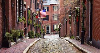 Boston-dianggap oleh banyak ibukota seluruh New England-benar-benar harta nasional. Sebagai salah satu kota tertua di Amerika, Boston menyembur dengan intrik sejarah dan pesona dunia lama yang bahkan 7 tahun akan menemukan menarik, sementara menggoda orang dewasa dengan santapan, toko-toko antik di samping butik trendi, kelas dunia teater dan olahraga profesional tim direndam dalam tradisi.