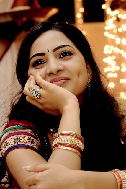 Tamil actress Srushti dange saree stills