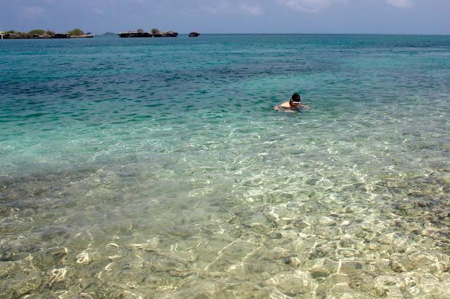 Primeiro mergulho no mar colombiano, na praia de Escobar.