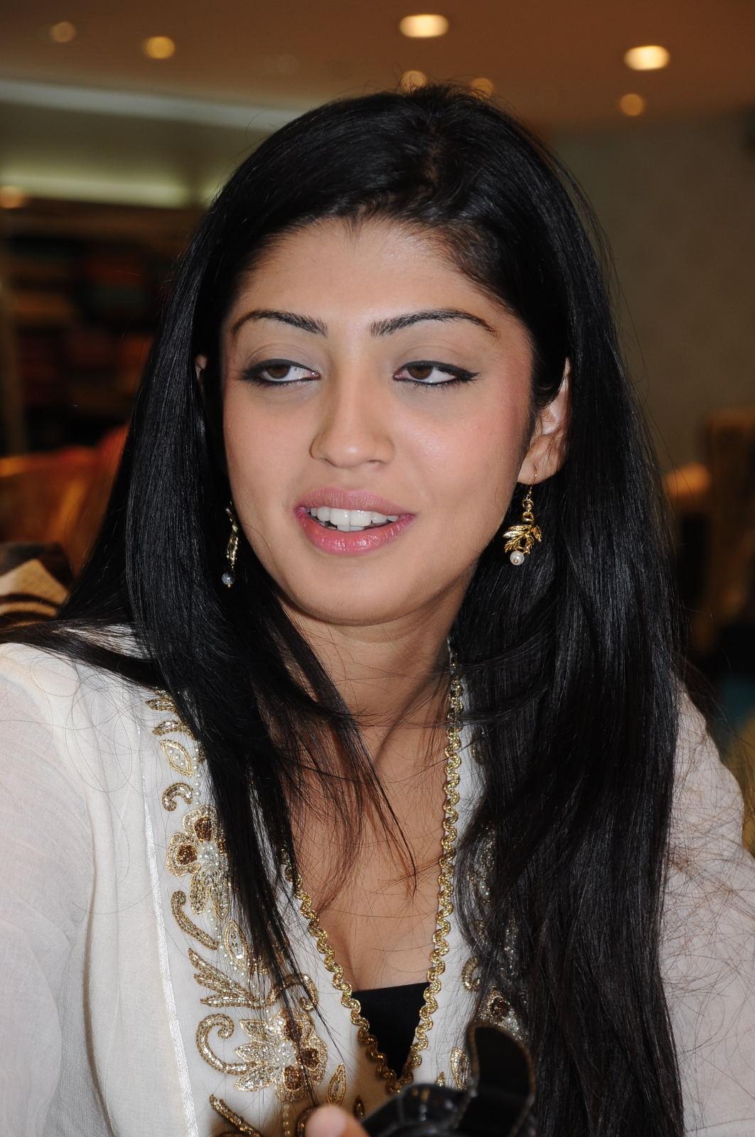 Cute pranitha looking sizzling