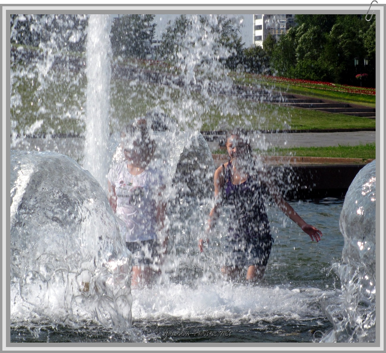 Hot Summer - Moscow Girls In Fountain