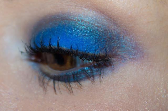 maquillage-bleu-electrique-marc-jacobs-smartorial