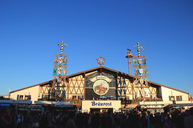 Carpa Bräurosl en la Oktoberfest (Múnich) (@mibaulviajero)