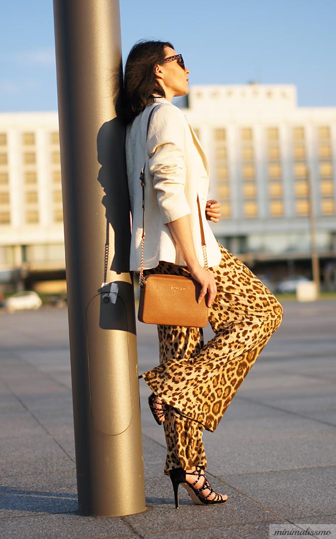 https://minimalissmo.blogspot.com/2016/06/newchic-leopard-pants.html