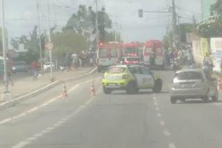Colisão entre dois carros e uma moto deixa seis pessoas feridas em Campina Grande