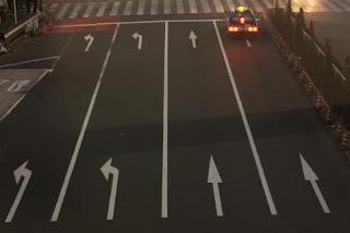 四車線の道路