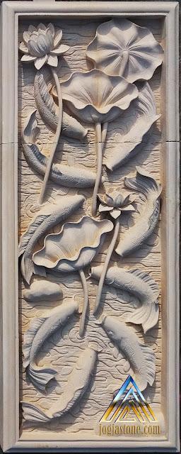 Relief dari batu alam paras jogja / batu putih motif sembilan ikan koi