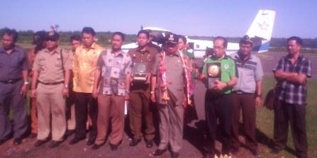 Piala Adipura 2013 ,Tiba Di Bandara, Aroepala Selayar
