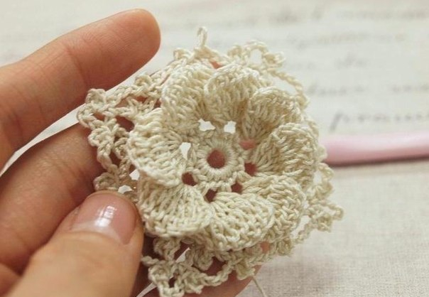 Flor de Crochet con Relieves