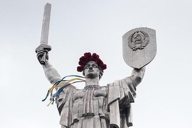 У Родины-матери в Киеве появится «Агрессия России»