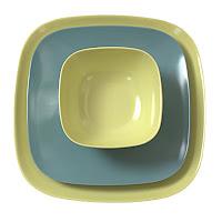 Açık ve koyu yeşil renklerde iç içe konulmuş kare şeklindeki melamin kase ve tabaklar