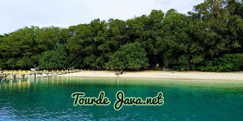 pulau peucang menjadi tujuan pertama dalam wisata ujung kulon