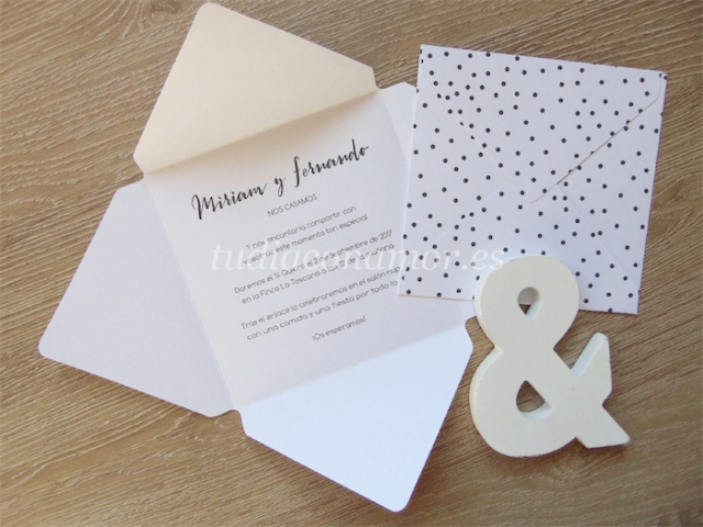 Invitación de boda moderna y original con forma de sobre
