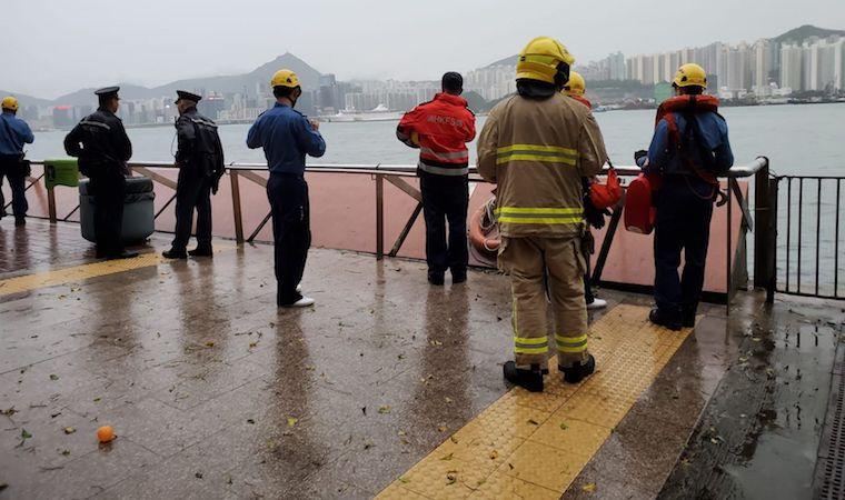 Hujan Badai Merah dan Kilat Terjang Hong Kong , 3 Orang Hilang dan 1 Meninggal Dunia Tersambar Petir