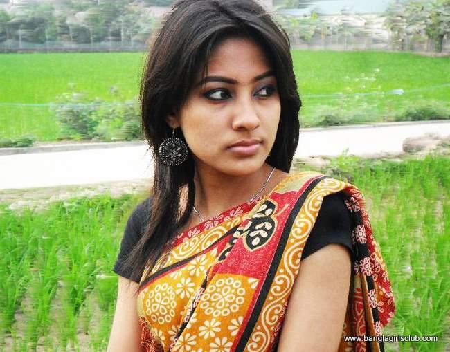 Beautiful Bangladeshi Village Girl Wearing Sharee  Bangla