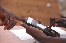 Hukumar INEC ta bayyana lokacin da na'urar tantance masu kada kuri'a wato card reader zata dauke a ranar zabe!