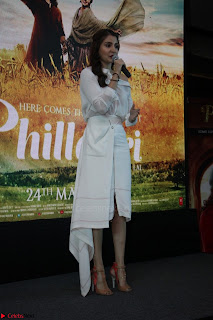 Anushka Sharma with Diljit Dosanjh at Press Meet For Their Movie Phillauri 063.JPG