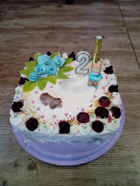 tort truskawkowo smietankowy tort dla dziecka tort na dwa latka tort z bita smietana tort z dzemem