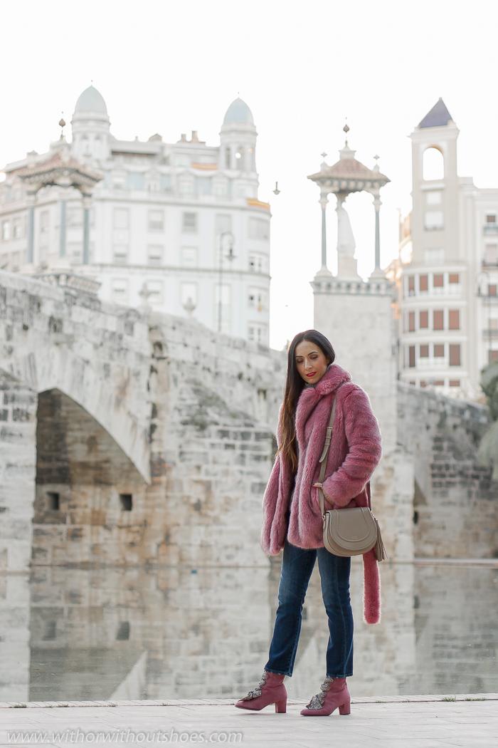 Blogger influencer instagram valencia lifestyle ideas look para combinar jersey abrigo pelo artificial jeans cortos tobilleros Meltin Pot botines rosas AGL