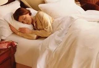 Γιατί δυσκολευόμαστε να κοιμηθούμε στα δωμάτια των ξενοδοχείων την πρώτη νύχτα;