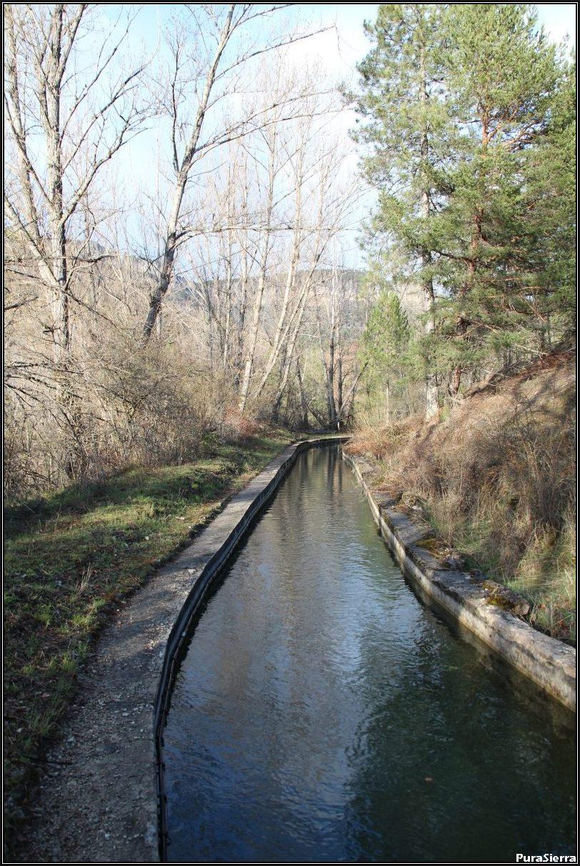 Canal de derivación a la Central Hidroeléctrica De Navarejos