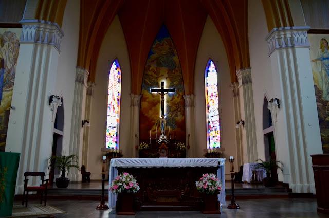 O altar da Catedral de Pedra é muito lindo