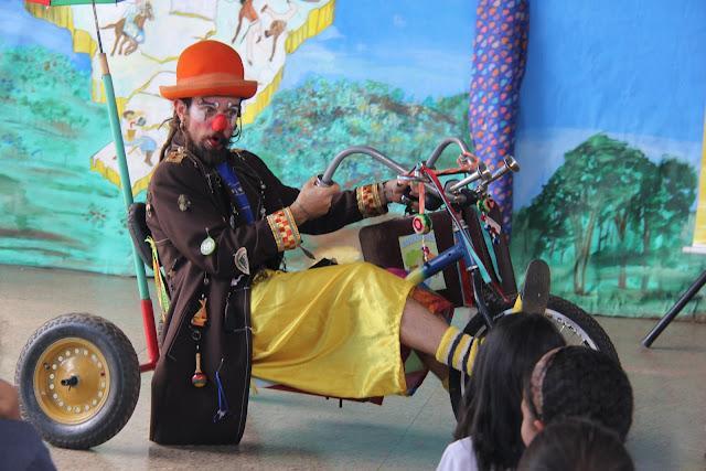 """O Palhaço Viajante"""" leva educação e alegria a alunos do Centro de Ensino Fundamental Nova Betânia nesta quinta (5)"""