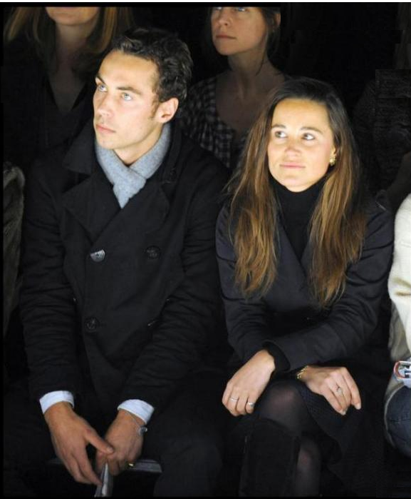 Fashion week Londres,  23 febrero 2010 LONDRES - 23 febrero 2010   Pippa en un desfile junto  su hermano James, en el Fashion week Londres