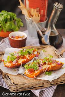 Boniatos asados con tomate y cilantro