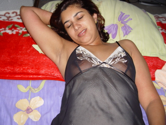 Lovely Pakistani middle-aged wife's naked body and horny blow job photos leaked (23pix)