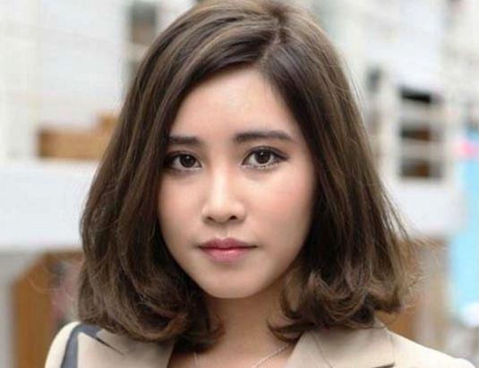 Model Rambut Pendek Sebahu untuk Wajah Bulat Terbaru