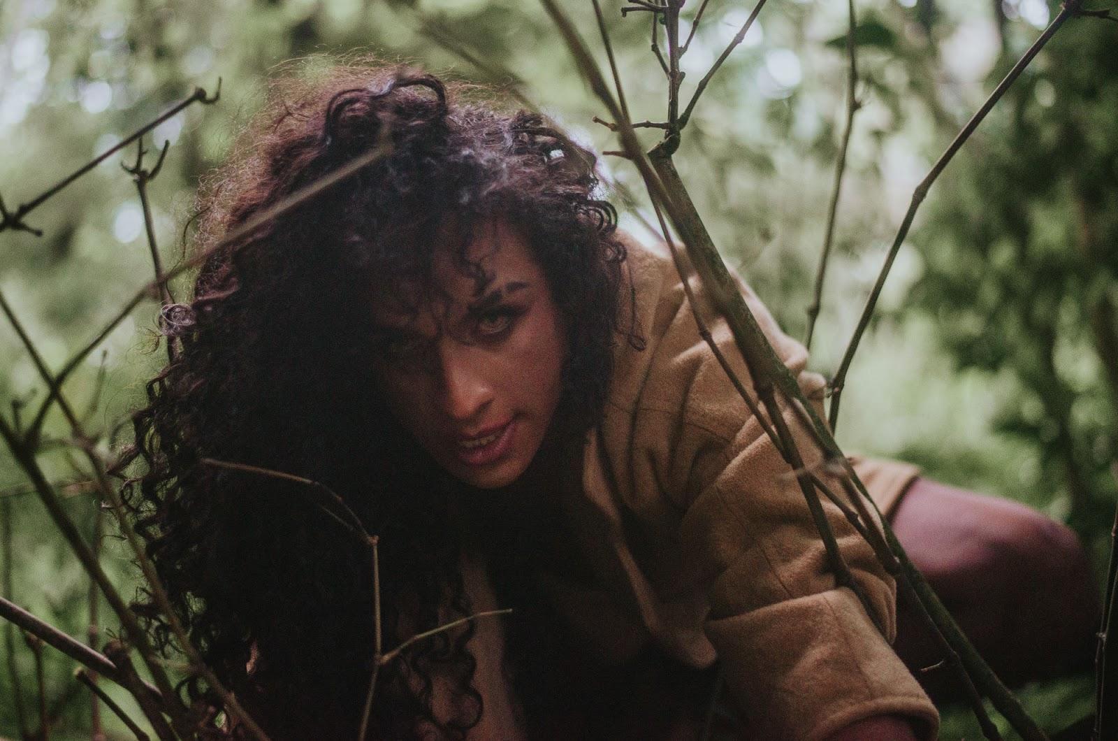 """Com letras transgressoras, Linn da Quebrada lança seu álbum, """"PAJUBÁ""""; ouça!"""